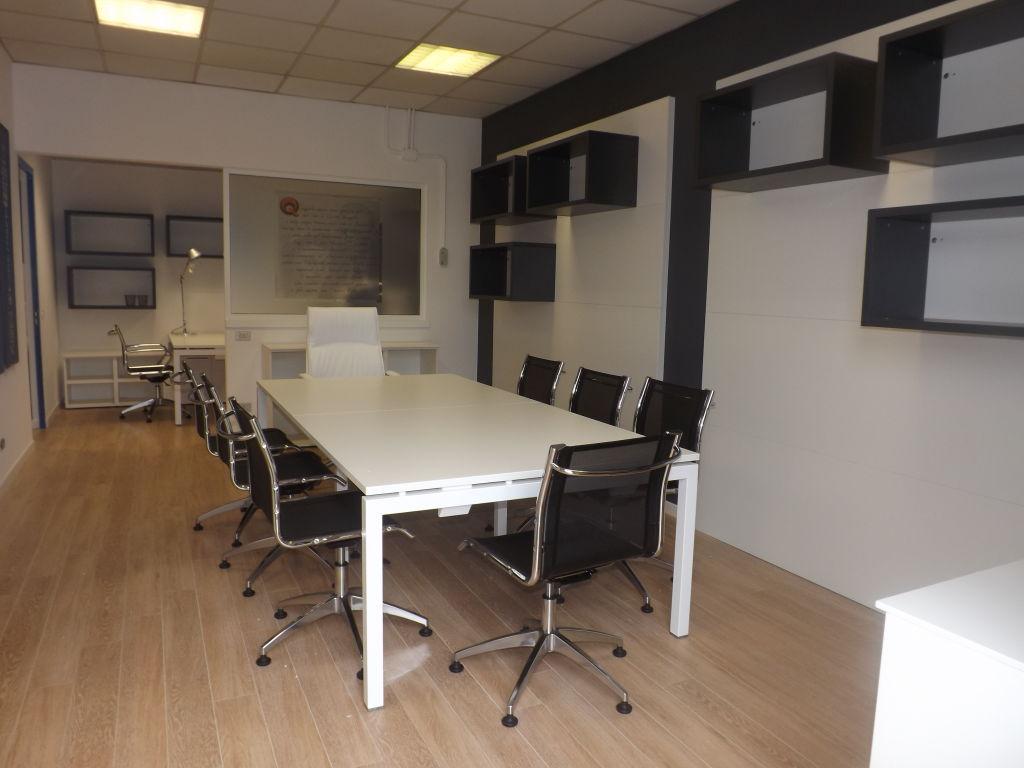 IMMOBILE DIREZIONALE  –  sala riunioni – progetto d'interni – finiture